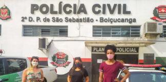 Pauleteh, líder comunitária em Juquehy, de vesido vinho, em frente à delegacia de Boiçucanga (Foto: Divulgação)