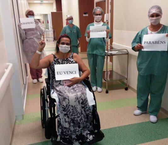 Regina sai do hopsital após recuperação da Covid-19 (Foto: Divulgação/HR)