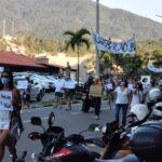 Mais de 100 manifestantes participaram do protesto na balsa (Foto: Arnaldo Junior/Divulgação)