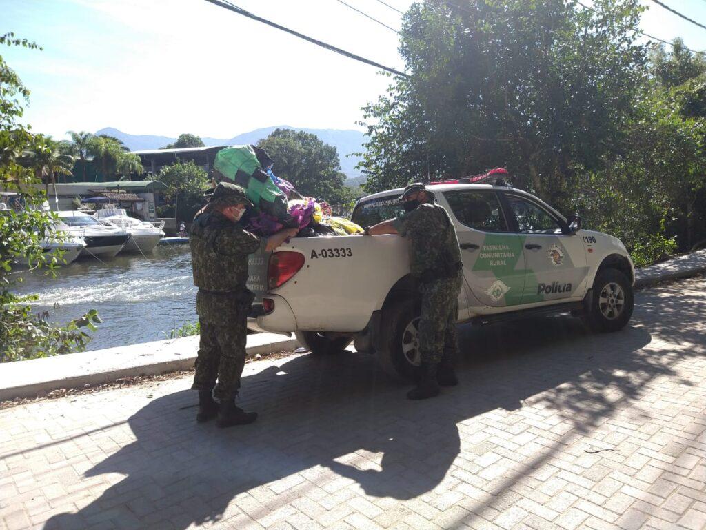 Balão caiu em Barra do Una e foi recolhido pela Polícia Ambiental (Foto: Divulgação)