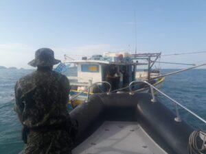 Pesca irregular em área de proteção pela Polícia Ambiental Marítima (Foto: CIAMAR)