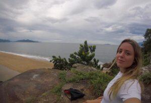 Pedra da Lagoa Azul e a Praia do Capricórnio ao fundo (Foto: Arquivo Pessoal)
