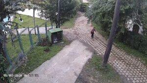 A estudante Julia foi vista pela última vez voltando pela trilha Maresias-Paúba (Imagem: Circuito de segurança)