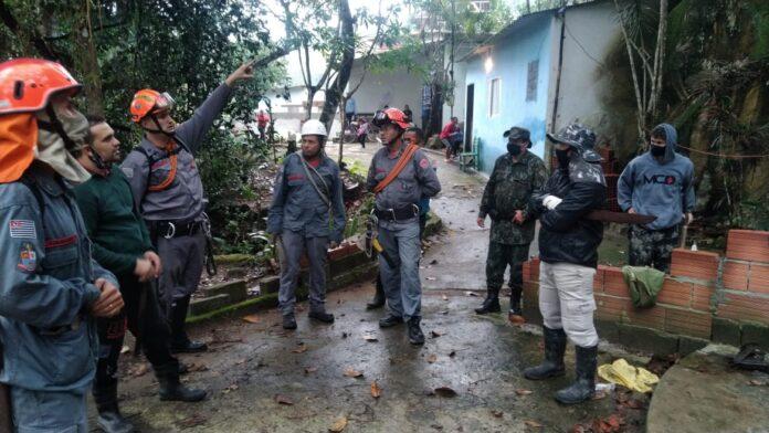 Equipes procuram homem desaparecido na mata (Foto: Divulgação/PMA)