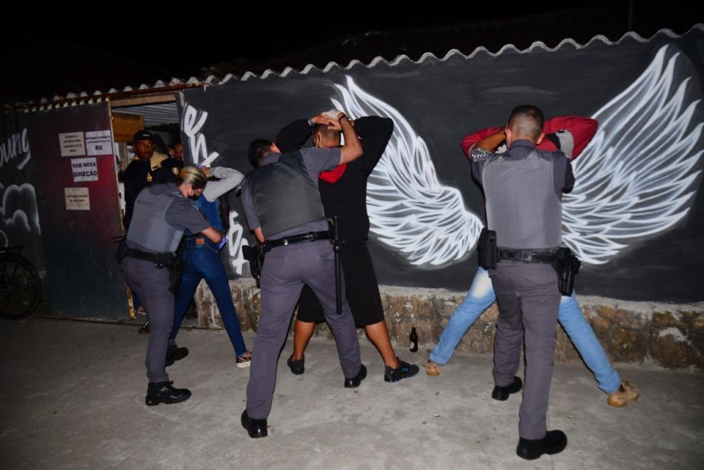 PMs durante fiscalização no fim de semana (Foto: Divulgação/PMC)