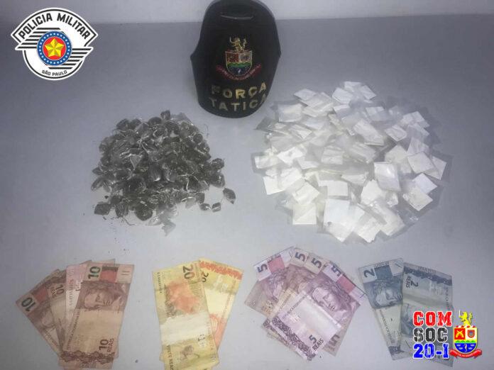 330 porções de drogas apreendidas no jetuba (Imagem: Polícia Militar)