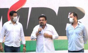Campos Junior (ao centro), Aguilar Junior (esquerda) e José Ernesto (direita) - Imagem: Nova Imprensa