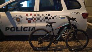 O suspeito confessou que até a bicicleta era furtada (Imagem: Polícia Ambiental)
