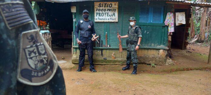 Petrechos de caça encontrados no PESMAR (Foto: PM/Divulgação)
