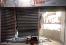 O arrastão de adolescentes quebrou a porta de aço com chutes e pedras (Foto: Divulgação)