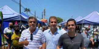 Mateus Silva (centro) em caminhada com seu pai e seu irmão