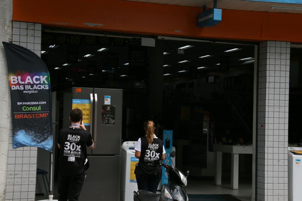 Procon orienta que se pesquise antes nas lojas físicas o produto que quer comprar (Foto: Divulgação)