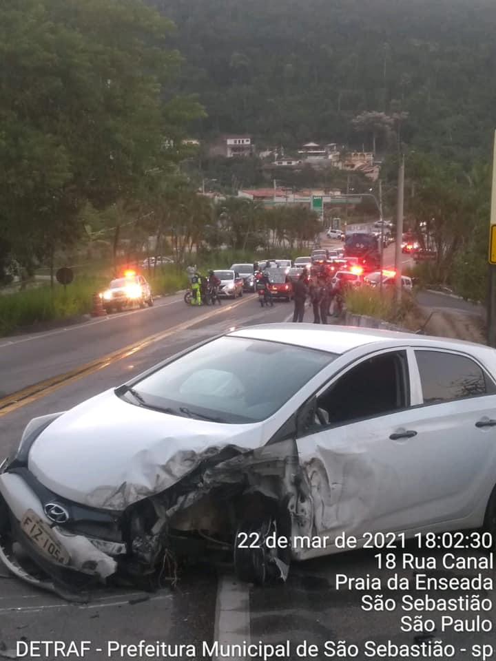 Carro teria provocado o acidente (Foto: Divulgação/PMSS)