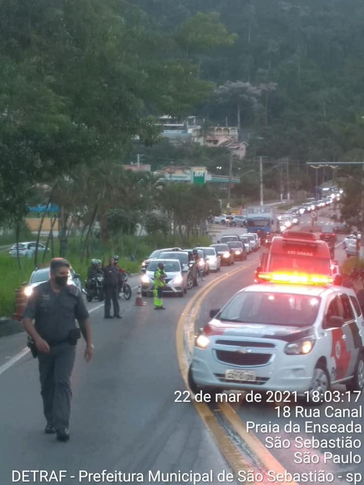 Trânsito ficou congestionado após acidente (Foto: Divulgação/PMSS)