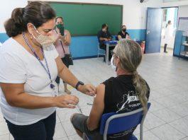 Vacina será aplicada em todas as UBSs (exceto Tabatinga) neste sábado (Foto: Luis Gava: Divulgação)